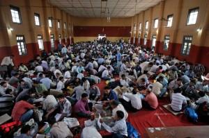 seance de formation pour_indian-polling-officials-sit-inside-a-hall-of-AP Attaf quadri