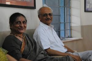 Surendra et Warsha Joshi responsables de l'accueil à Vadodara