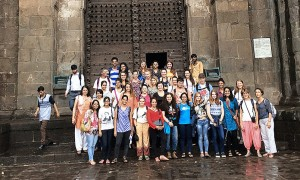 J'envoie en pièce jointe une photo d'un groupe de jeunes en Inde, pour Morlaix k125a, en 4col Merci ! Maryvonne