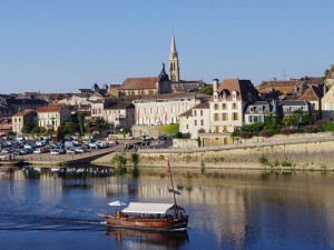 Bergerac-gabarre-sur-la-Dordogne-Pays-de-Bergerac