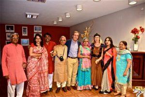 t soirée indienne avec le maire et son épouse